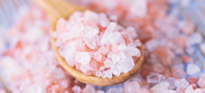 avantages sel rose de l'Himalaya mieux que le sel de table